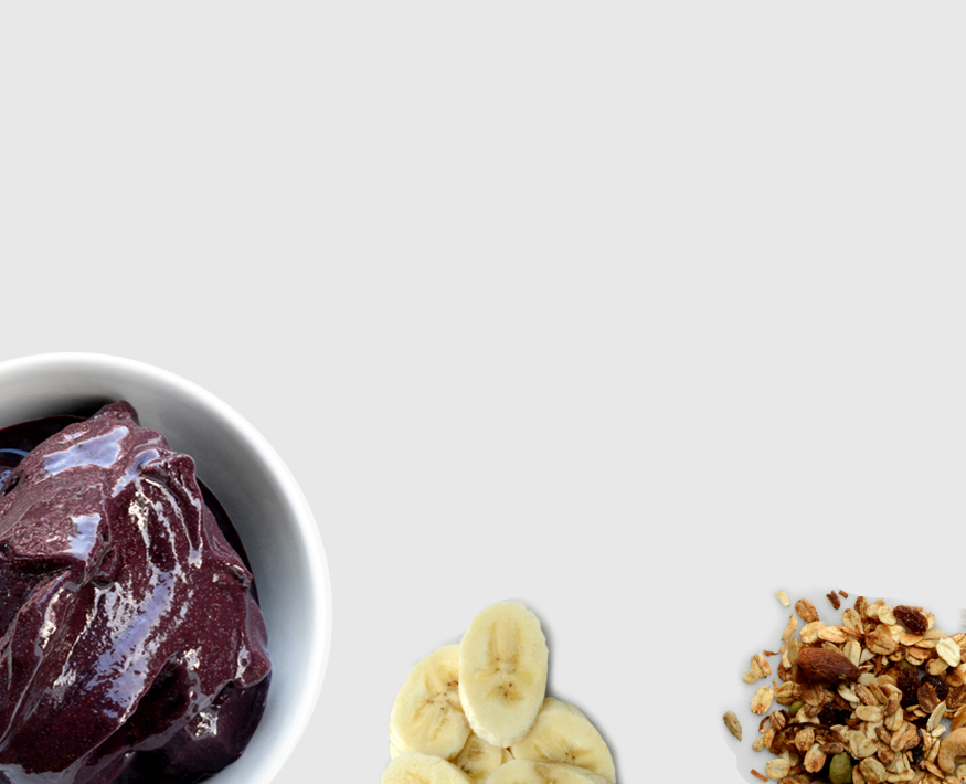 Making the classic açaí bowl