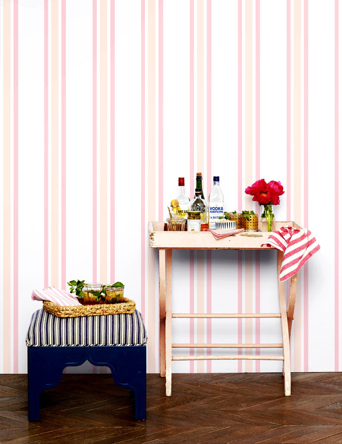 Lined removable wallpaper in peach