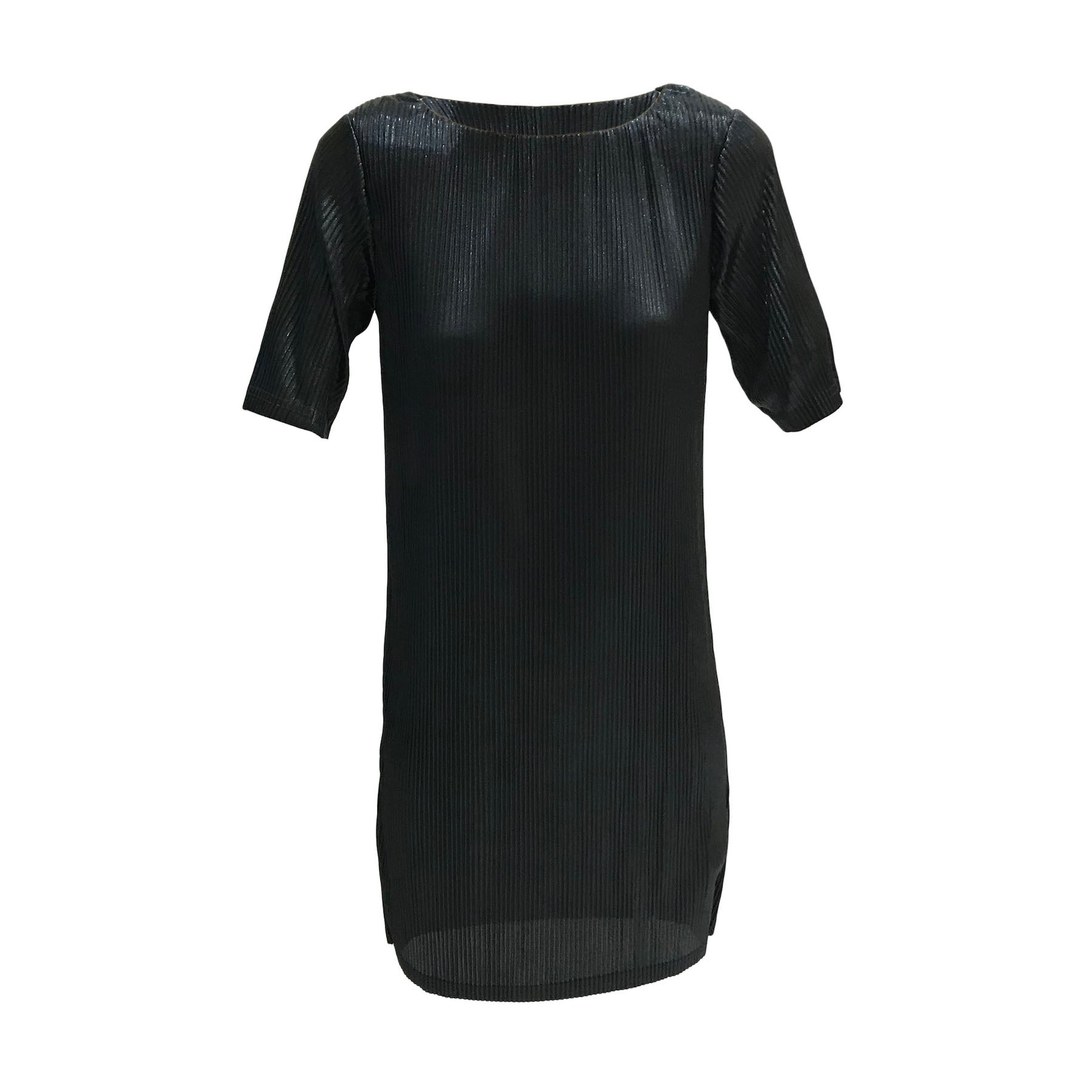This beautiful black formal dress by Danish teen label Grunt will add glamour to any occasion. Short sleeves, generous cut and great stretch makes this the perfect dress.