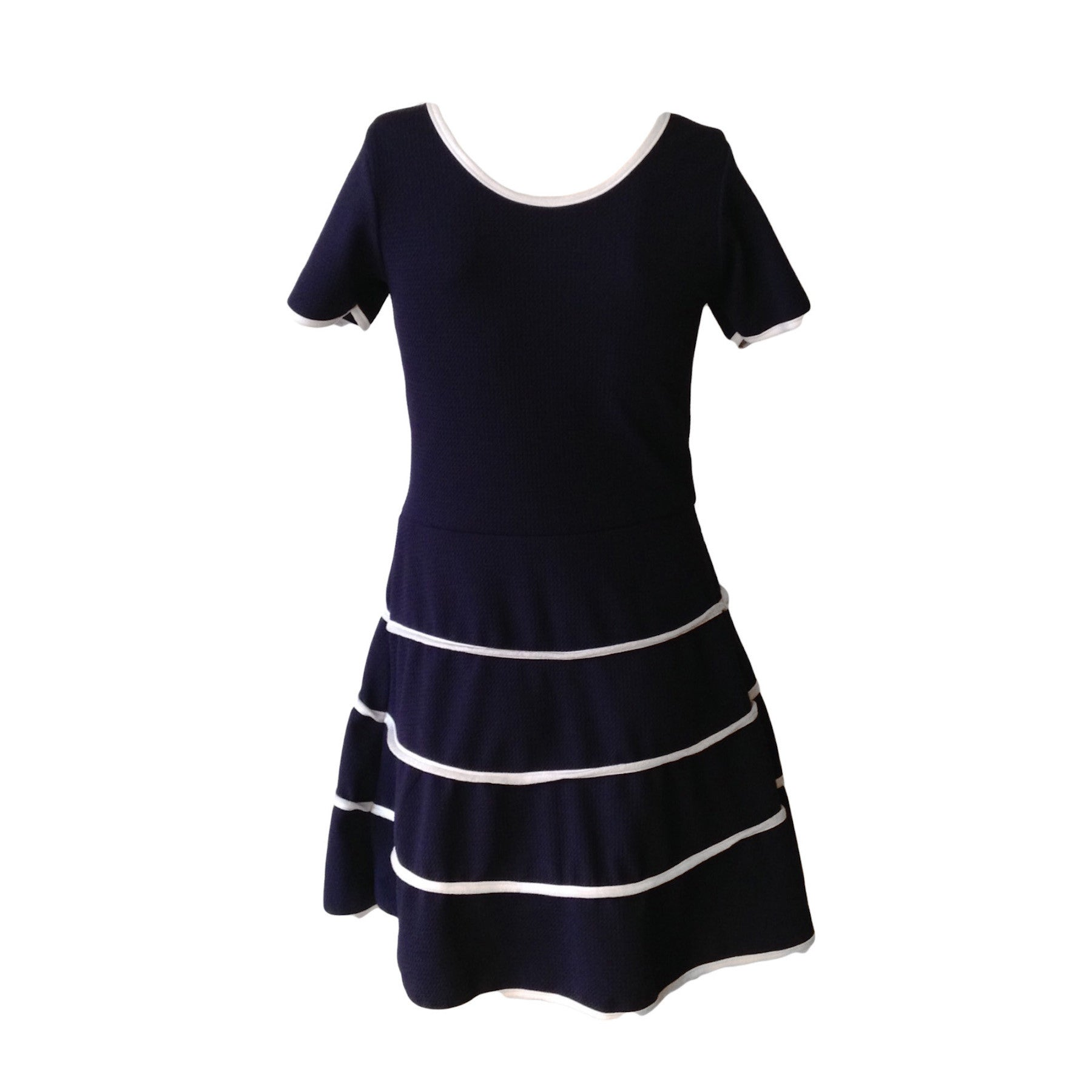 We love this Parisian Sailor dress by New York label Cheryl Creations.The navy and white piping combo makes it elegant and with good stretch it