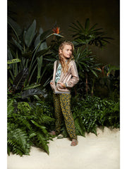 These jungle print soft relaxed pants by Dutch label Scotch R'Belle go with anything. Beautifully cut with pocket detail and drawstring add to the look & comfort.
