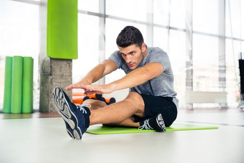 stretching-guidelines-man-in-gym