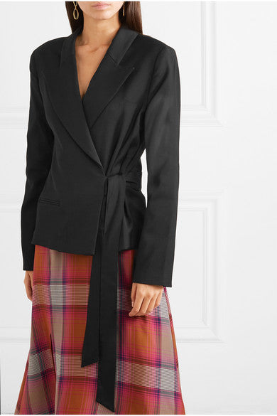 Side-tie jacket is modern and elegant