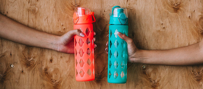 Shaker plastic water bottle and measuring scoops