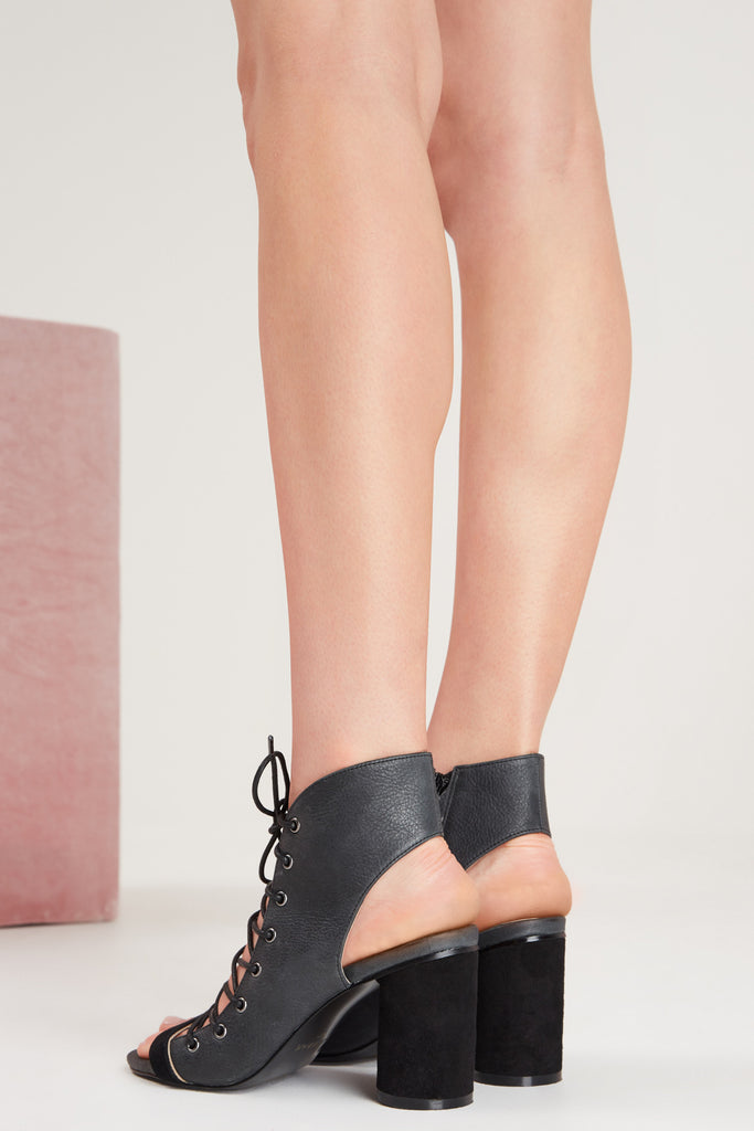 TWIST BLOCK HEEL black