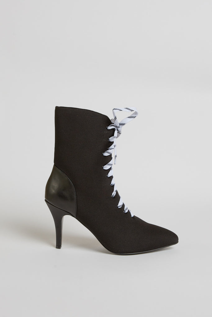 FASTEN LACE UP BOOT black