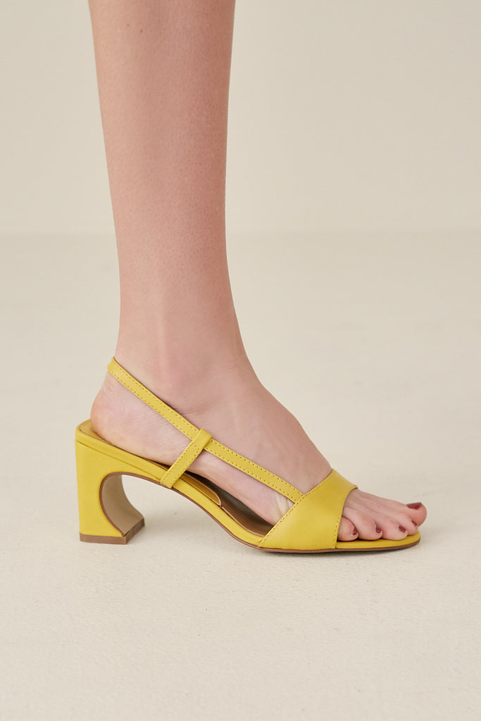 CONCAVE LEATHER HEEL cornsilk