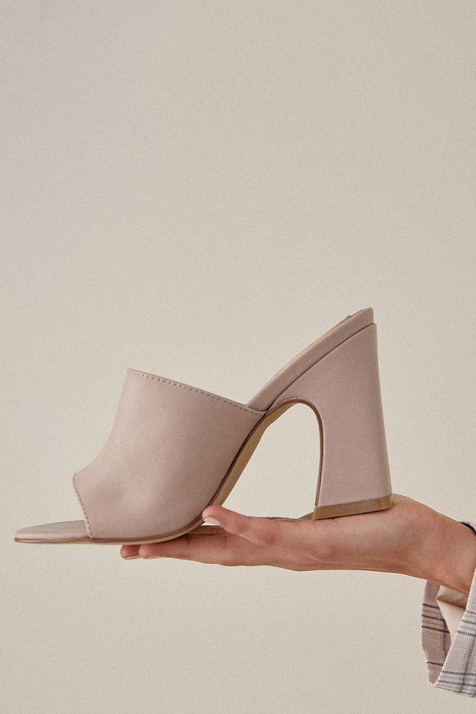 CRESCENT LEATHER HEEL oyster pink