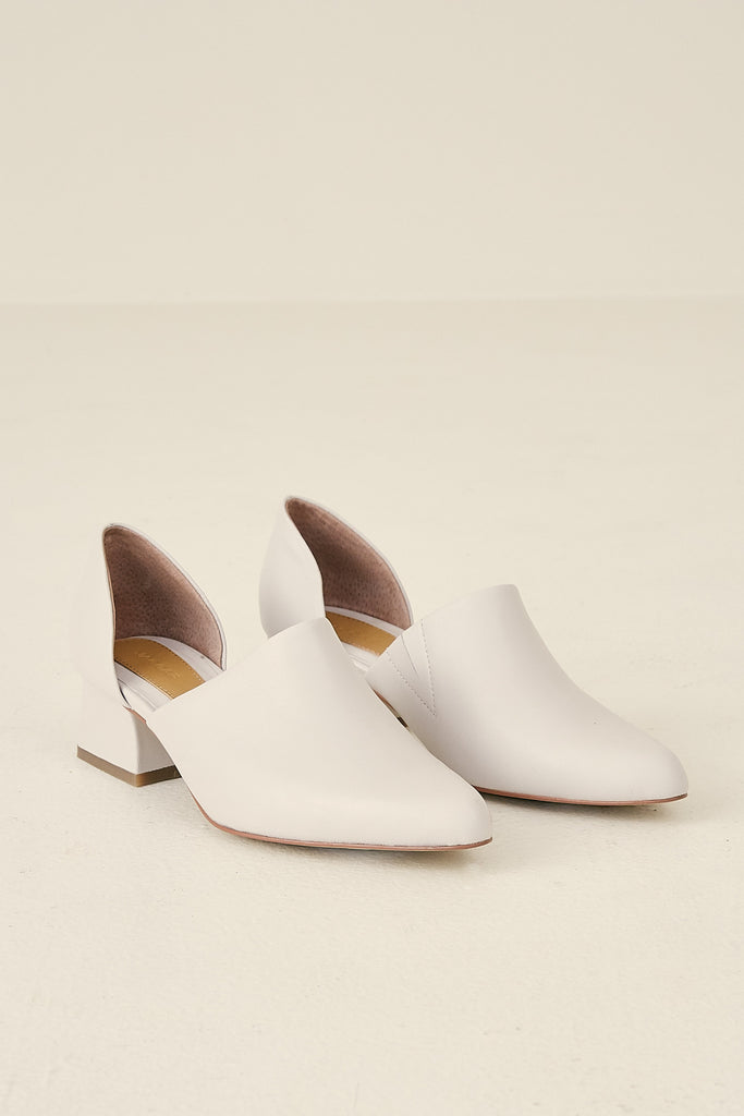 CUTOUT LOAFER cream
