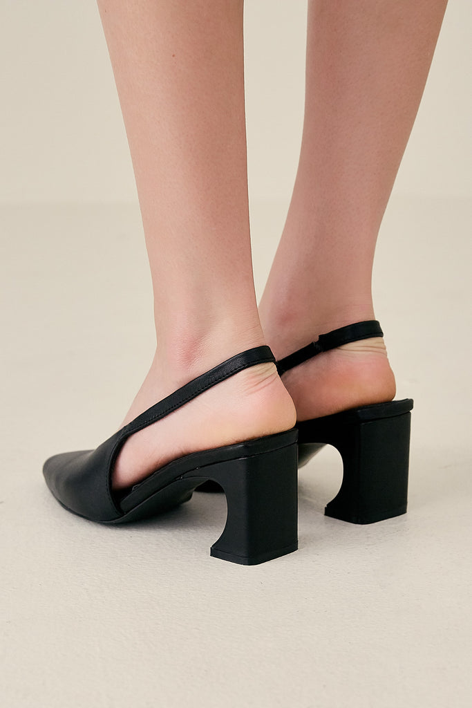 SCULPTED PUMP black