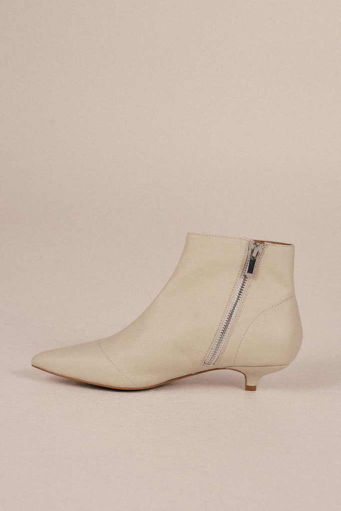 RISE LEATHER KITTEN HEEL BOOT ivory