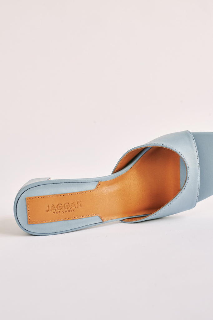 TREAD LEATHER SLIDE sky blue