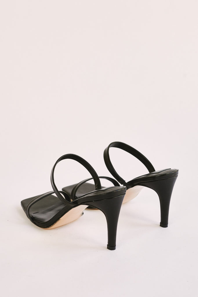 TWO STRAP LEATHER HEEL black