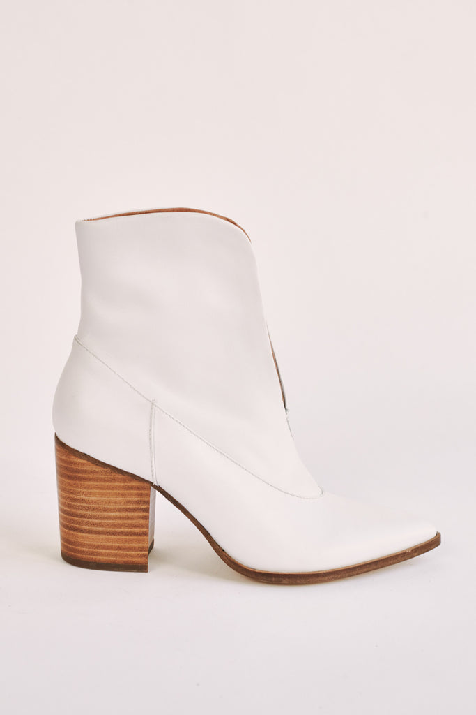 SCALLOP ANKLE BOOT ivory