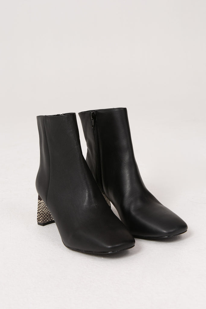 FLAIR LEATHER BOOT black