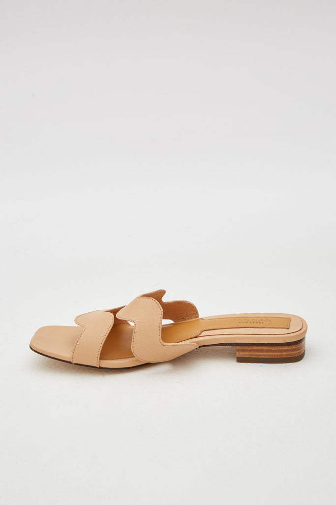SCALLOP LEATHER FLAT nougat