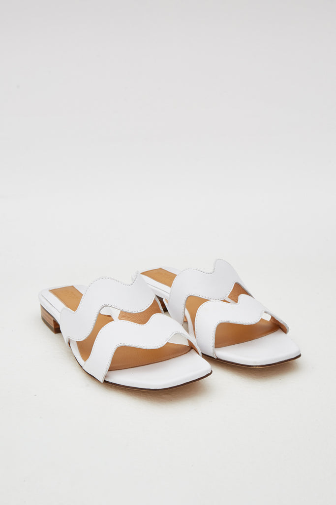 SCALLOP LEATHER FLAT ivory