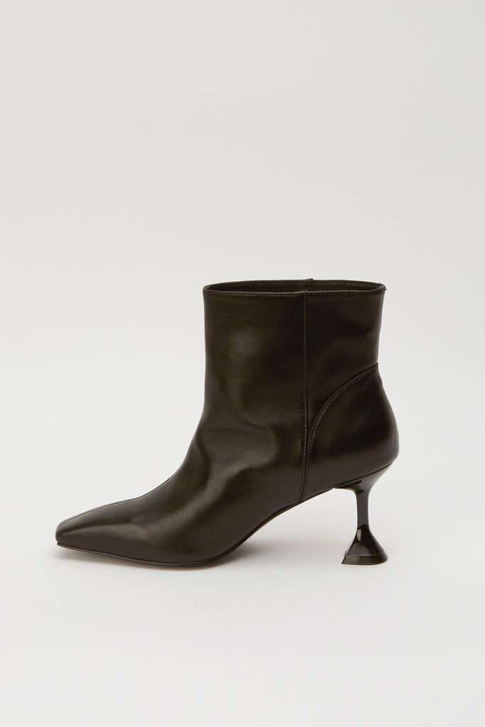 ACCLAIM BOOT black