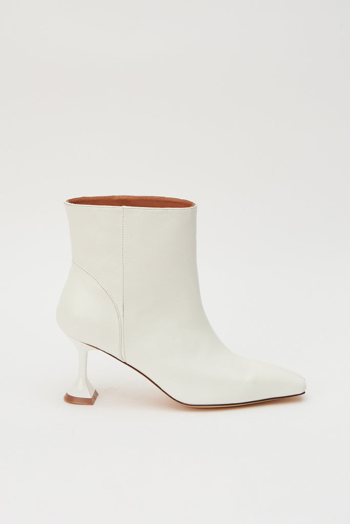 ACCLAIM BOOT white