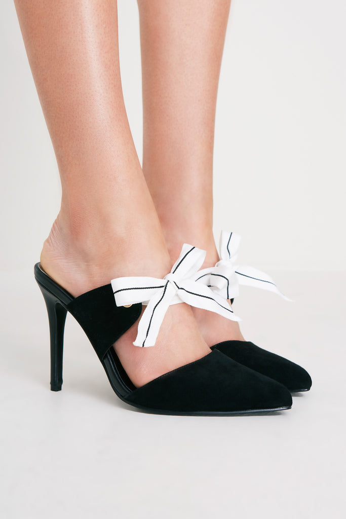 BOW HEEL black