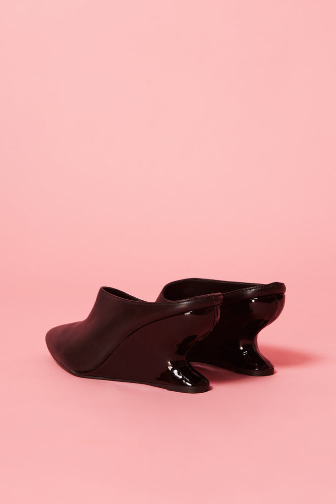 FORM WEDGE MULE black