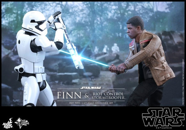 Unboxing of Finn and TR-8R