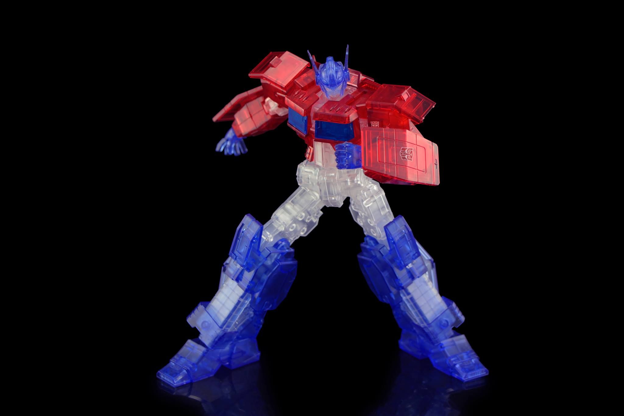 Flame Toys - Transformers - Furai Model Kit 03 - Optimus Prime IDW (Clear Ver.)