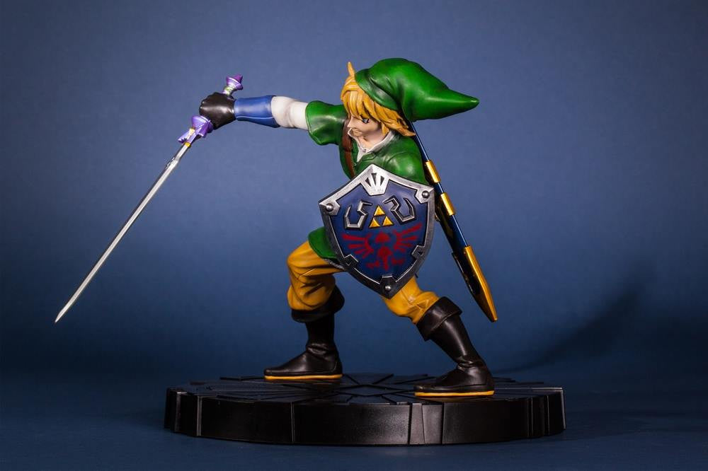 First 4 Figures – The Legend of Zelda: Skyward Sword - Skyward Sword Link Vinyl Statue - Marvelous Toys - 9