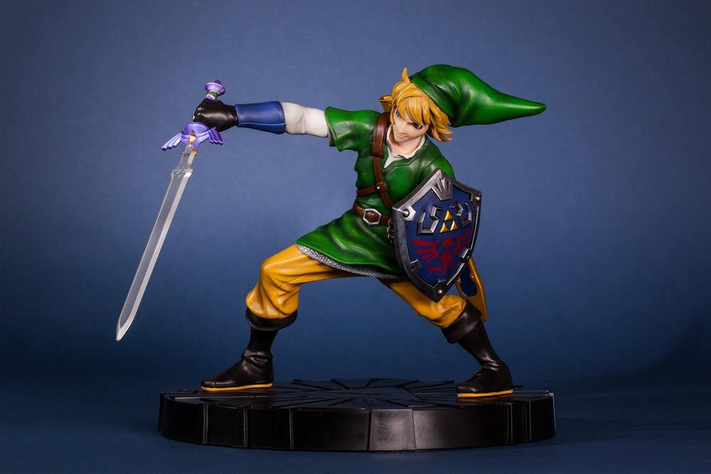 First 4 Figures – The Legend of Zelda: Skyward Sword - Skyward Sword Link Vinyl Statue - Marvelous Toys - 1