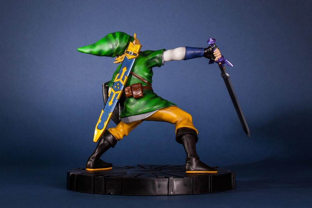 First 4 Figures – The Legend of Zelda: Skyward Sword - Skyward Sword Link Vinyl Statue - Marvelous Toys - 12