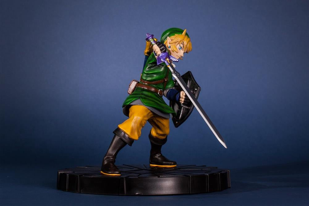 First 4 Figures – The Legend of Zelda: Skyward Sword - Skyward Sword Link Vinyl Statue - Marvelous Toys - 14