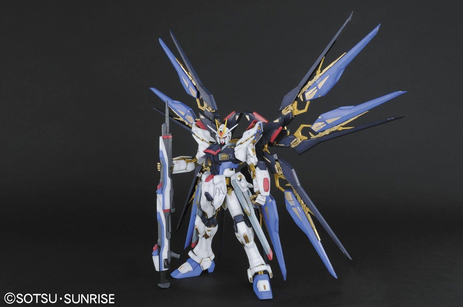 Bandai - Mobile Suit Gundam Seed Destiny 1/60 PG - Strike Freedom Gundam Model Kit