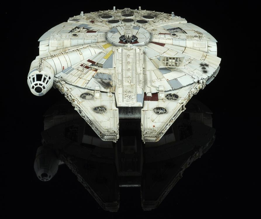 Bandai - Star Wars: The Last Jedi - Millennium Falcon (1/144 Scale Model Kit)