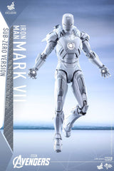 (IN STOCK) Hot Toys - MMS329 - The Avengers - Iron Man Mark VII (Sub-Zero Version) - Marvelous Toys - 2