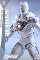 (IN STOCK) Hot Toys - MMS329 - The Avengers - Iron Man Mark VII (Sub-Zero Version) - Marvelous Toys - 6