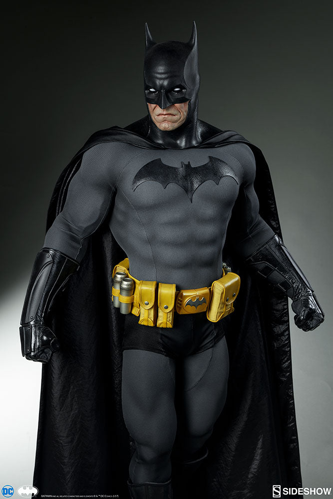 Sideshow Collectibles - Batman Legendary Scale Figure