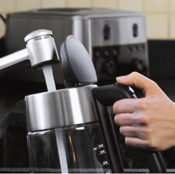 wide spout makes pouring easy