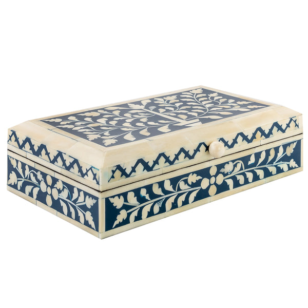 This navy leaf zig-zag inlay box is hand carved and crafted in India. Its strong contrasting colours makes it perfect to make a statement in any corner of your home. It can be used for storing small keepsakes and it's also great to give as a wedding present or hostess gift.