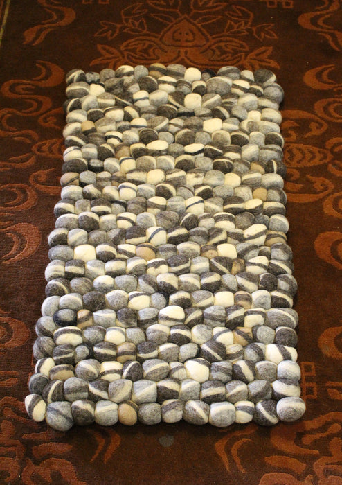 White and Gray River Pebbles Felt Ball Floor Mat