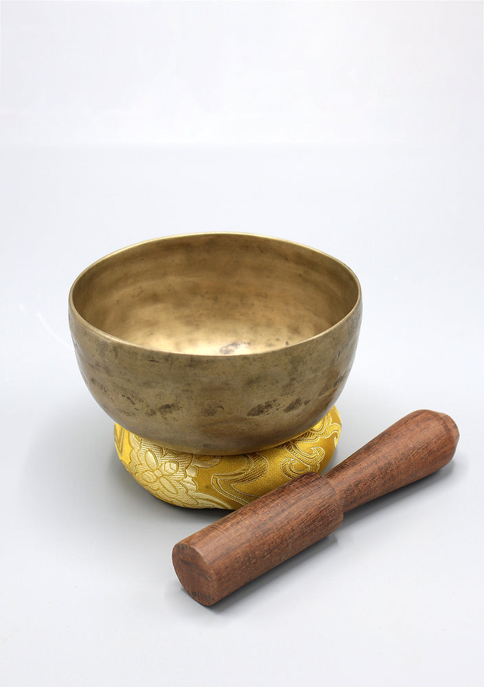 Tibetan Handmade Thadobati Singing Bowl # Note E
