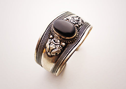 Black Onyx White Metal Bracelet - nepacrafts