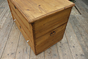 😃  FANTASTIC OLD STRIPPED PINE BLANKET BOX/MULE CHEST/TRUNK - oldpineshop.co.uk