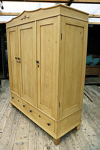 💕  WOW! QUALITY! OLD PINE TRIPLE 'KNOCK DOWN' WARDROBE 💕 - oldpineshop.co.uk