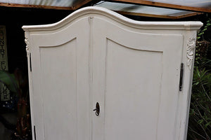BEAUTIFUL OLD PINE/ WHITE PAINTED LINEN PRESS/ CUPBOARD/LARDER/WARDROBE 💕 - oldpineshop.co.uk