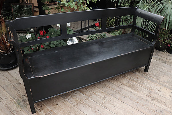 A BEAUTIFUL OLD PINE & BLACK PAINTED HUNGARIAN/ STORAGE BENCH 💕