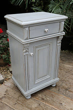 💕   FAB! OLD VICTORIAN PINE & PAINTED CUPBOARD/ BEDSIDE CABINET 😀 - oldpineshop.co.uk