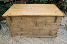💕  FABULOUS! OLD STRIPPED PINE BLANKET BOX/ 'MULE' CHEST/ TRUNK  ❤️❤️❤️ - oldpineshop.co.uk