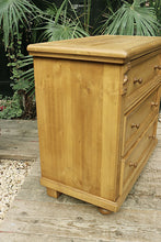 ❤️   QUALITY! OLD STYLE PINE CHEST (BEDSIDE?) OF 3 DRAWERS/ SIDEBOARD  ❤️ - oldpineshop.co.uk