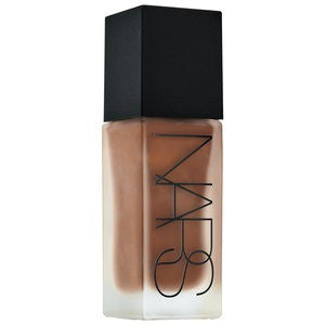 NARS All Day Luminous Weightless Foundation Shade D4