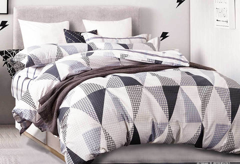 Queen Size Black White Repeated Triangle Quilt Cover Set(3PCS)